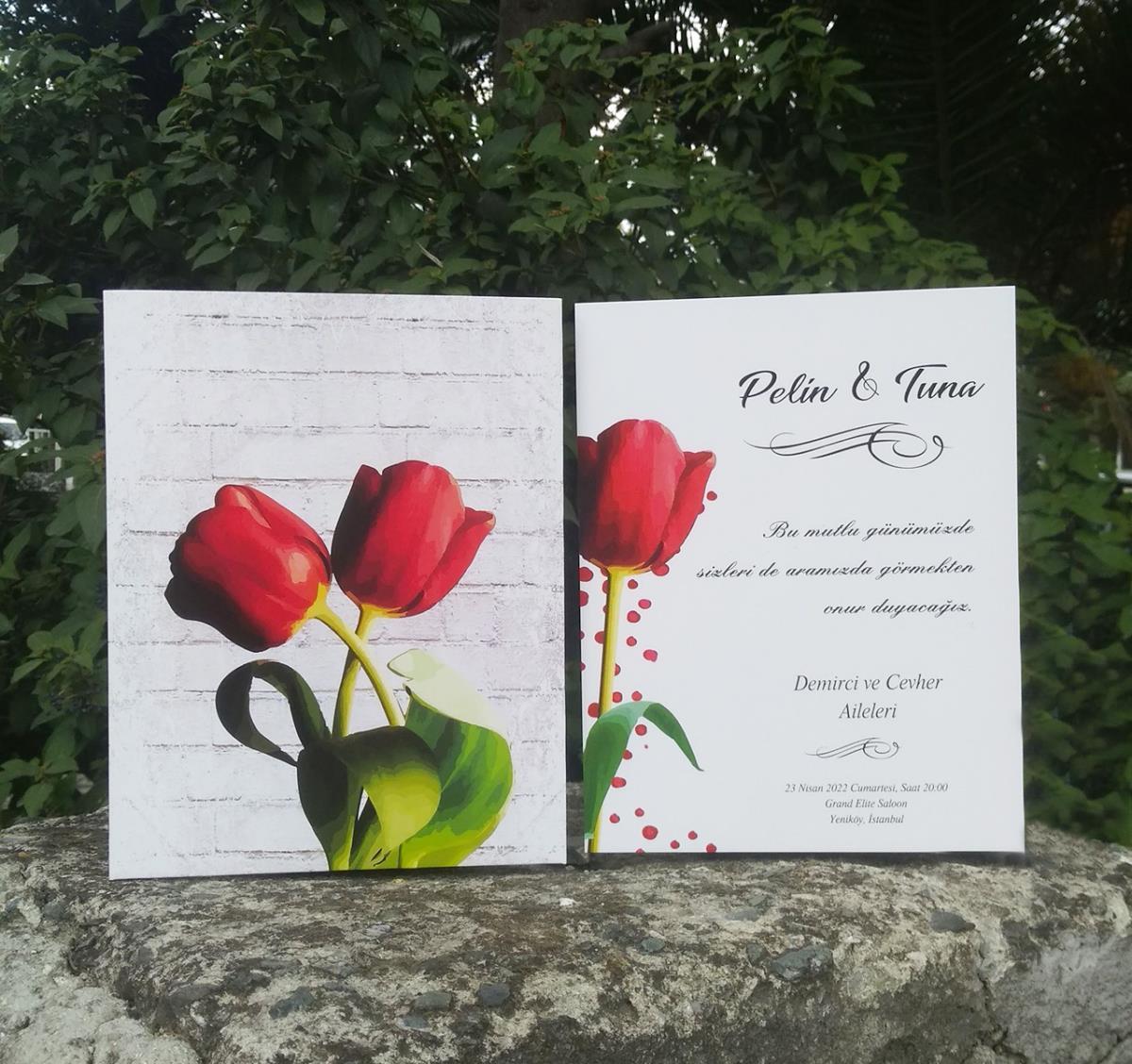 Sevgiyle kucaklaşan kırmızı lale özgün temasıyla şık düğün davetiyesi.
